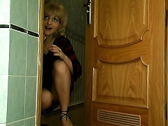 Молодая русская девица нашла себе зрелую наставницу